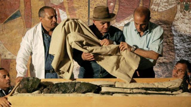 Carter en la última autopsia efectuada al joven rey egipcio