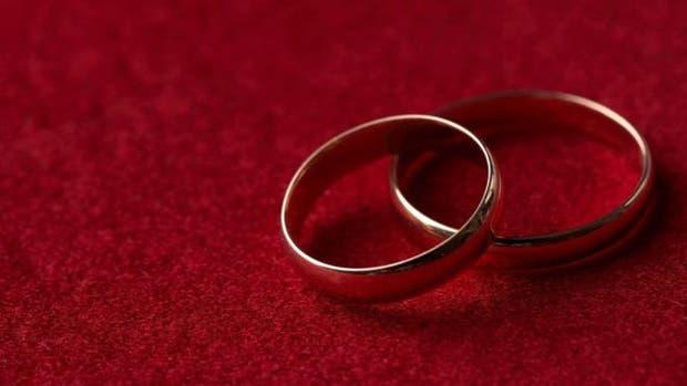 El matrimonio forzado es cuando una o las dos personas involucradas son obligadas a casarse. Cuando no se les pide su consentimiento