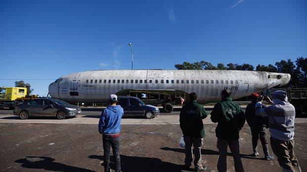 El Boeing 737 que funcionará como un museo en la República de los Niños tiene una historia particular, ya que se trata de la única aeronave argentina que sobrevoló las Islas Malvinas durante la guerra, funcionó como avión presidencial y de pasajeros hasta que en 2007 quedó fuera de servicio. Foto: LA NACION / Emiliano Lasalvia