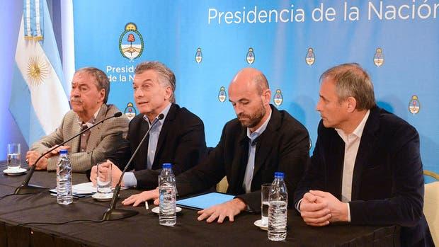 Mauricio Macri y Juan Schiaretti, ayer, en un acto en Córdoba