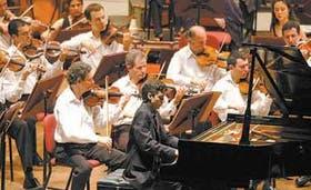 El joven pianista Marcelo Balat, en una noche impecable