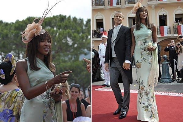 Naomi Campbell llevó un vestido largo de escote irregular color verde agua, con flores bordadas. Foto: Reuters/AP/AFP/EFE