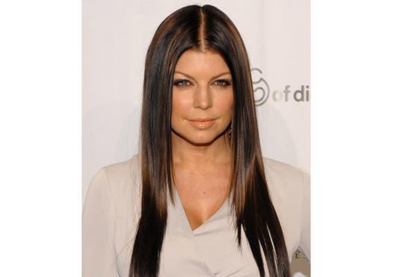 Fergie con pelo oscuro y lacio. Foto: www.celebridadesaldia.com