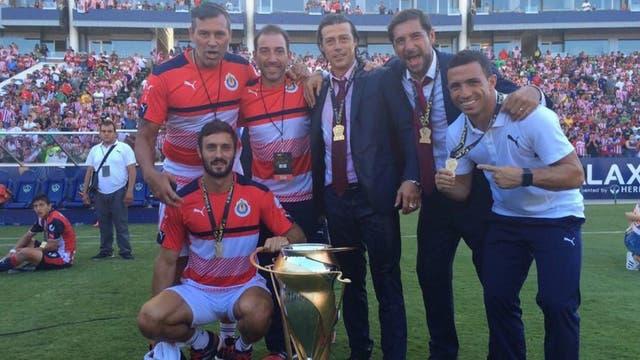 El Pelado Almeyda y su cuerpo técnico, campeones en México
