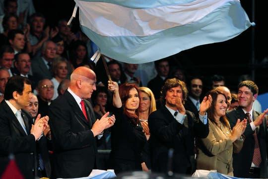 La Presidenta acompañada del gobernador de Santa Fe, Antonio Bonfatti (izq.), la intendenta Mónica Fein, y el vicepresidente, Amado Boudou.