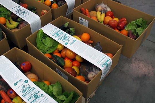 el familiar ofrece una canasta de entre y kilos de frutas verduras