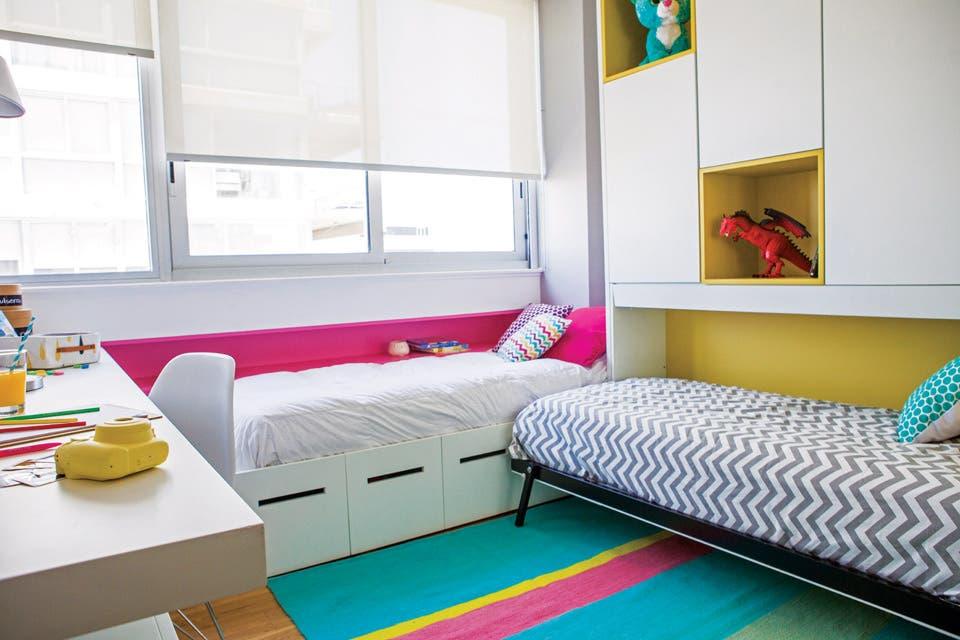 La ambientación del cuarto que los chicos comparten los fines de semana estuvo a cargo de las licenciadas Florencia Pérez y Daniela Cancian de Zoom Interiores.  Foto:Living /Santiago Ciuffo