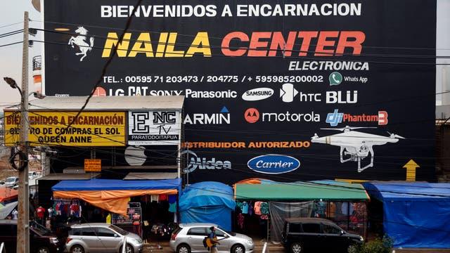 Del lado paraguayo el comercio es un auge. Foto: LA NACION / Emiliano Lasalvia /Enviado especial