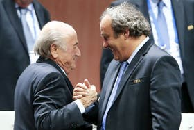 Blatter y Platini no podrán tener actividades vinculadas al fútbol por ocho años, según dictaminó la comisión ética hoy en Zurich