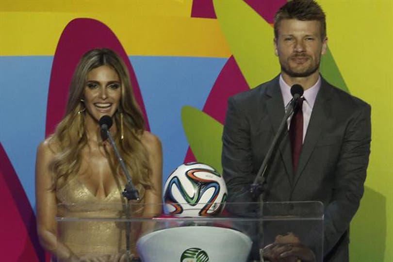 Junto a su novio, Fernanda fue la conductora del sorteo del Mundial días atrás. Foto: Archivo