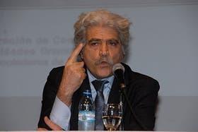 El intelectual Jorge Asís durante una exposición