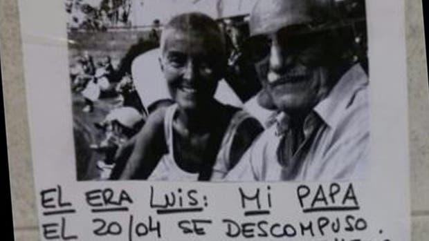 El cartel que Alicia colocó en la estación Los Incas del subte B.