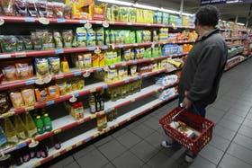 El secretario de Comercio, Guillermo Moreno, autorizó la suba de precios para productos alimentarios