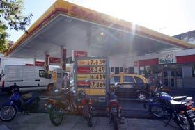 Los combustibles lideraron las subas en abril