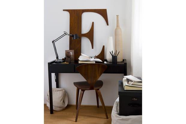 Colores pálidos, madera y líneas depuradas en esta propuesta de estilo escandinavo. Foto: Ivstatic.