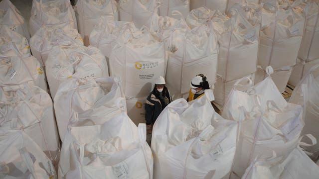 Cargamento de sales de litio de la compañía Sales de Jujuy