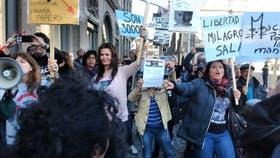 Escrache a Mauricio Macri en la plaza Dam de Holanda