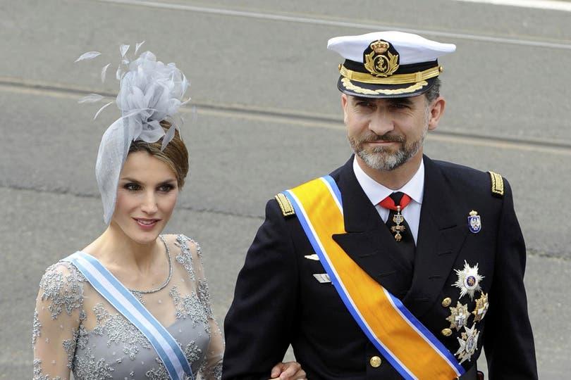 El príncipe Felipe de España, barbudo, y la princesa Letizia. Foto: Reuters