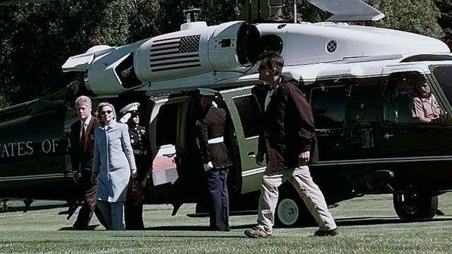 Clinton llegó a la ciudad rionegrina junto a su esposa Hillary. Foto: AP