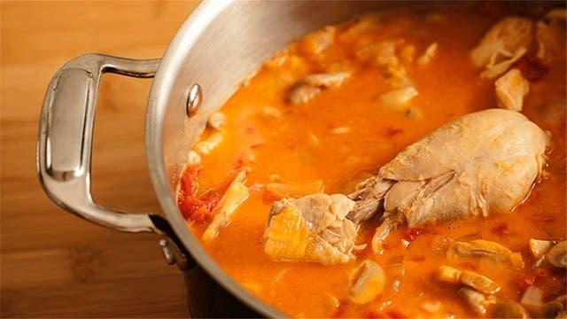 Recetas caseras: pollo en cacerola con champiñones