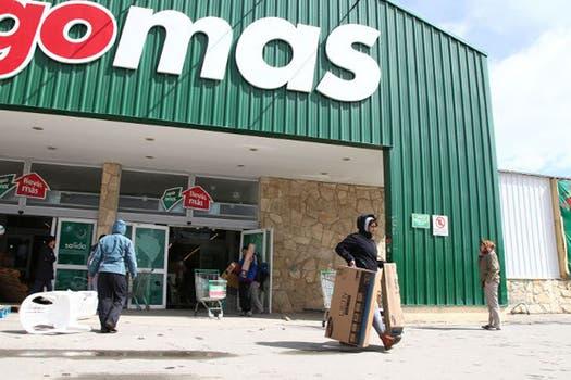 Las primeras imágenes de los saqueos en el supermercado Chango Más de Bariloche. Foto: Captura TV / TN