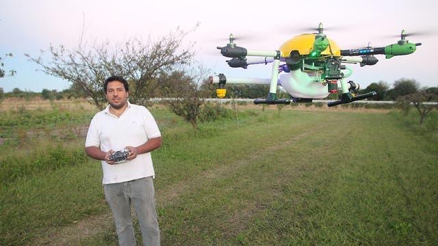 El hexacóptero sirve para fumigar y hacer control de plagas