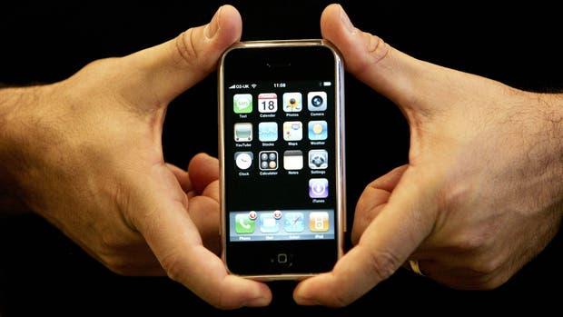 El iPhone fue el primer teléfono en ofrecer una pantalla capacitiva con la capacidad de detectar más de un punto de contacto