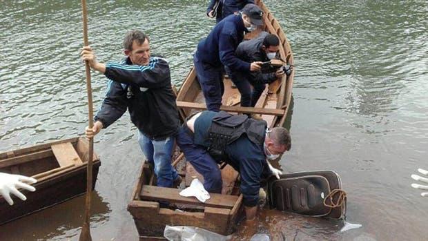 Dos pescadores hallaron el cuerpo de la joven en una maleta