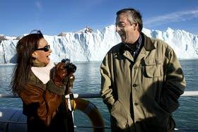 Cristina y Néstor con el glaciar Perito Moreno de fondo