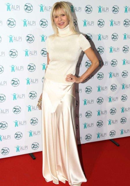 Karina Rabolini lució un vestido color manteca de Ralph Lauren. Como abrigo, una polera tejida del mismo color.. Foto: /Gerardo Viercovich
