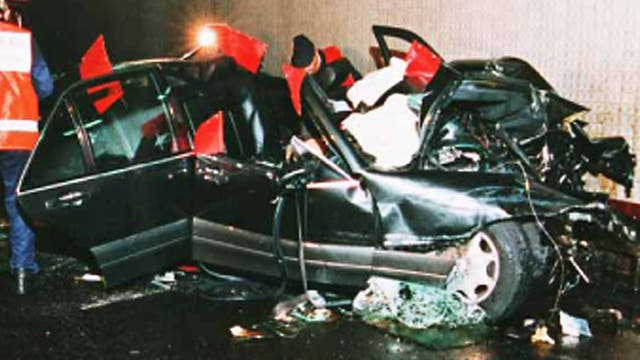 Así quedó el Mercedes Benz en el que viajaba Lady Di tras el accidente