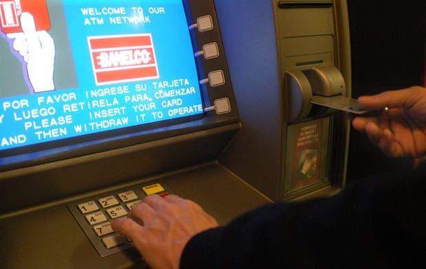 Para las personas, las transferencias por cajeros automáticos no tendrán costo