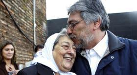 Lugo fue a votar acompañado por Hebe de Bonafini, que viajó a Asunción para darle su apoyo