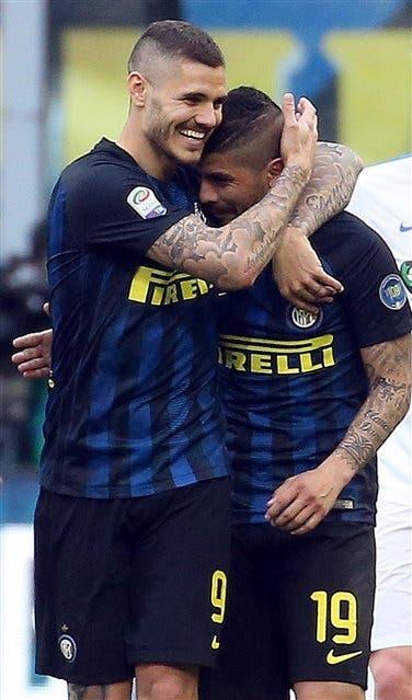 Un festejo con acento argentino: Icardi y Banega las grandes figuras de la goleada de Inter; el delantero está segundo entre los goleadores del calcio