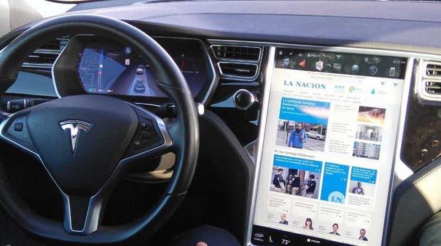 Un Tesla, el auto eléctrico y autónomo