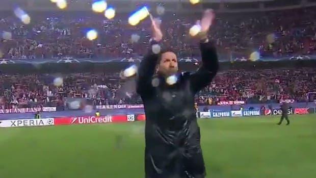Simeone, bajo la lluvia