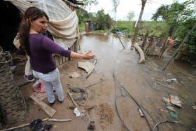 Decenas de familias fueron evacuadas por la crecida del río Paraná