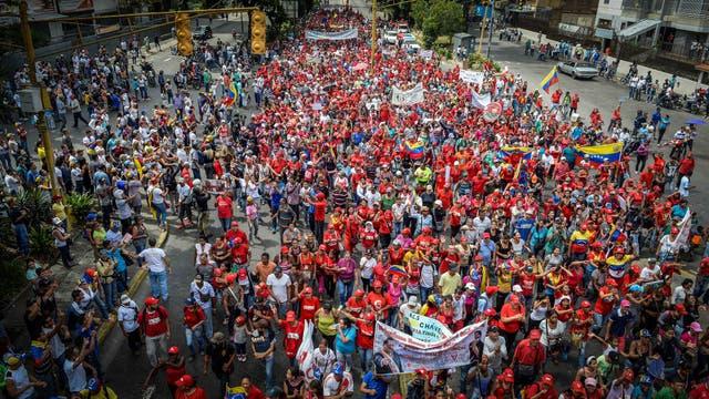 Manifestantes apoyando a Nicolás Maduro marchan en Caracas. Foto: AFP / Federico Parra