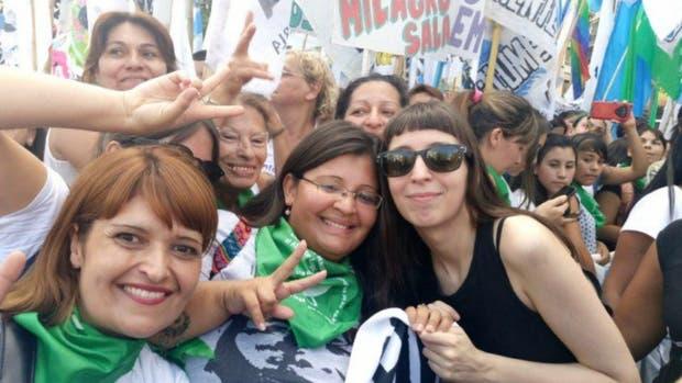 Florencia Kirchner participa de la marcha junto a la agrupación Nuevo Encuentro