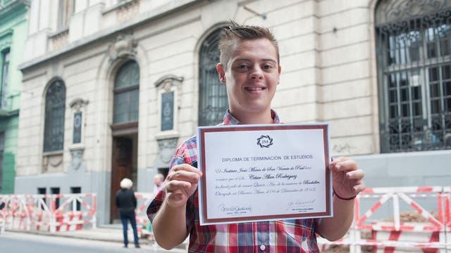 Alan Rodríguez, de 21 años y con síndrome de Down, reclama su título oficial