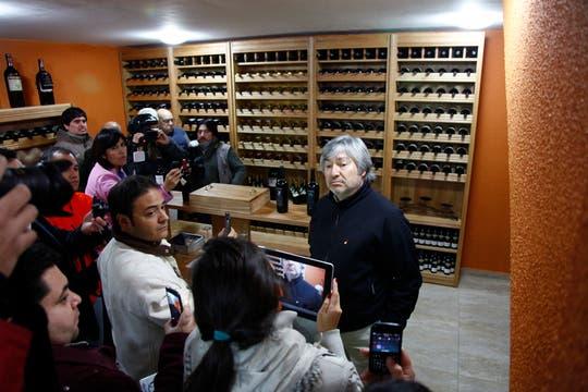 Lázaro Báez dialogó con los periodistas en el sótano donde funciona la bodega. Foto: LA NACION / Horacio Córdoba