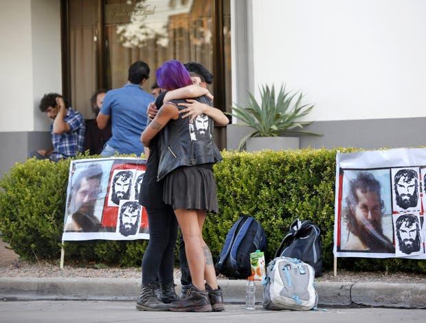 Enterraron los restos de Santiago Maldonado en una ceremonia íntima
