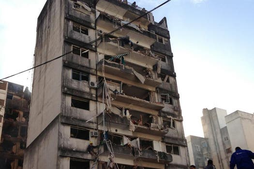 Fuerte explosión en un edificio de Rosario. Foto: @dotpod