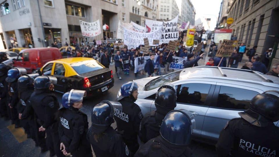 Marcharon, entonces, al Ministerio de trabajo. Foto: LA NACION / Ricardo Pristupluk