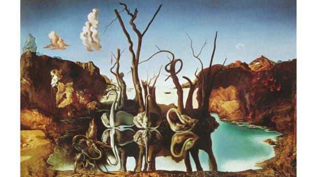 Salvador Dalí i Domènech nació en Figueres el 11 de mayo de 1904 y murió en la misma ciudad el 23 de enero de 1989