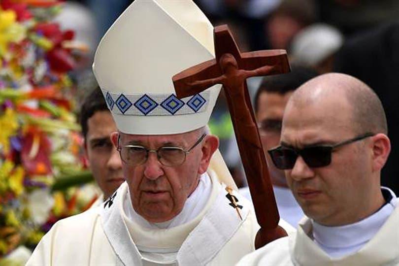 El Papa visitará Perú y Chile. Además del Cristo vandalizado en Lima, cinco iglesias fueron vandalizadas en Chile