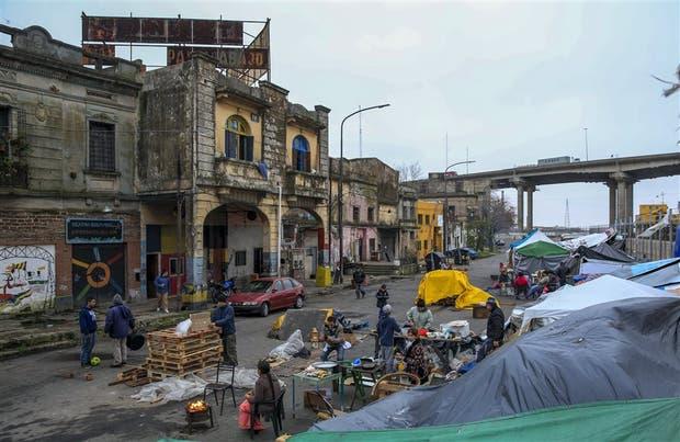 El campamento callejero en Pedro de Mendoza al 1400