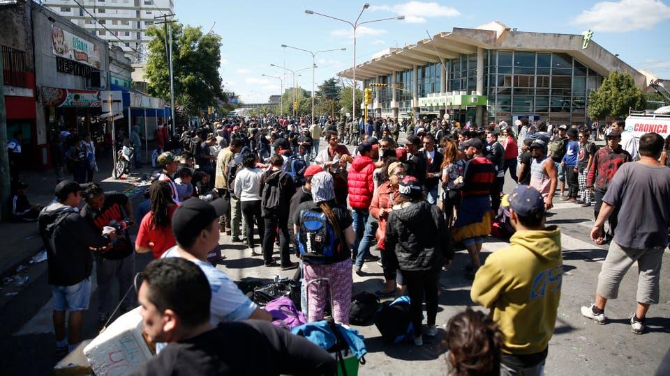 Hubo incidentes en los alrededores de la terminal. Foto: LA NACION / Mauro V. Rizzi / Enviado especial