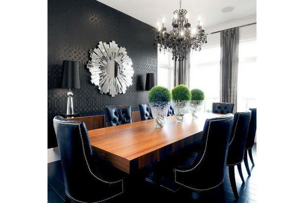Majestuoso, un papel negro con textura para vestir el comedor.  /Roomdecorideas.eu