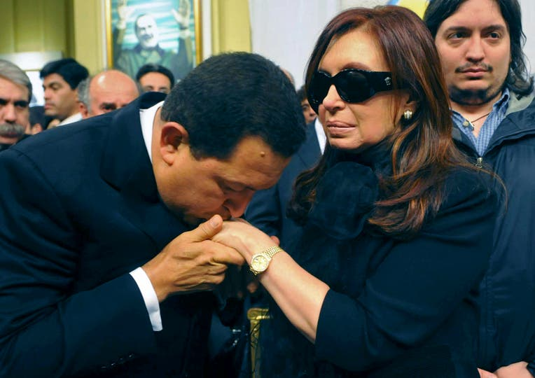 Junto a Cristina Kirchner, el 28 de octubre de 2010, cuando vino a darle las condolencias tras la muerte de Néstor Kirchner. Foto: AP